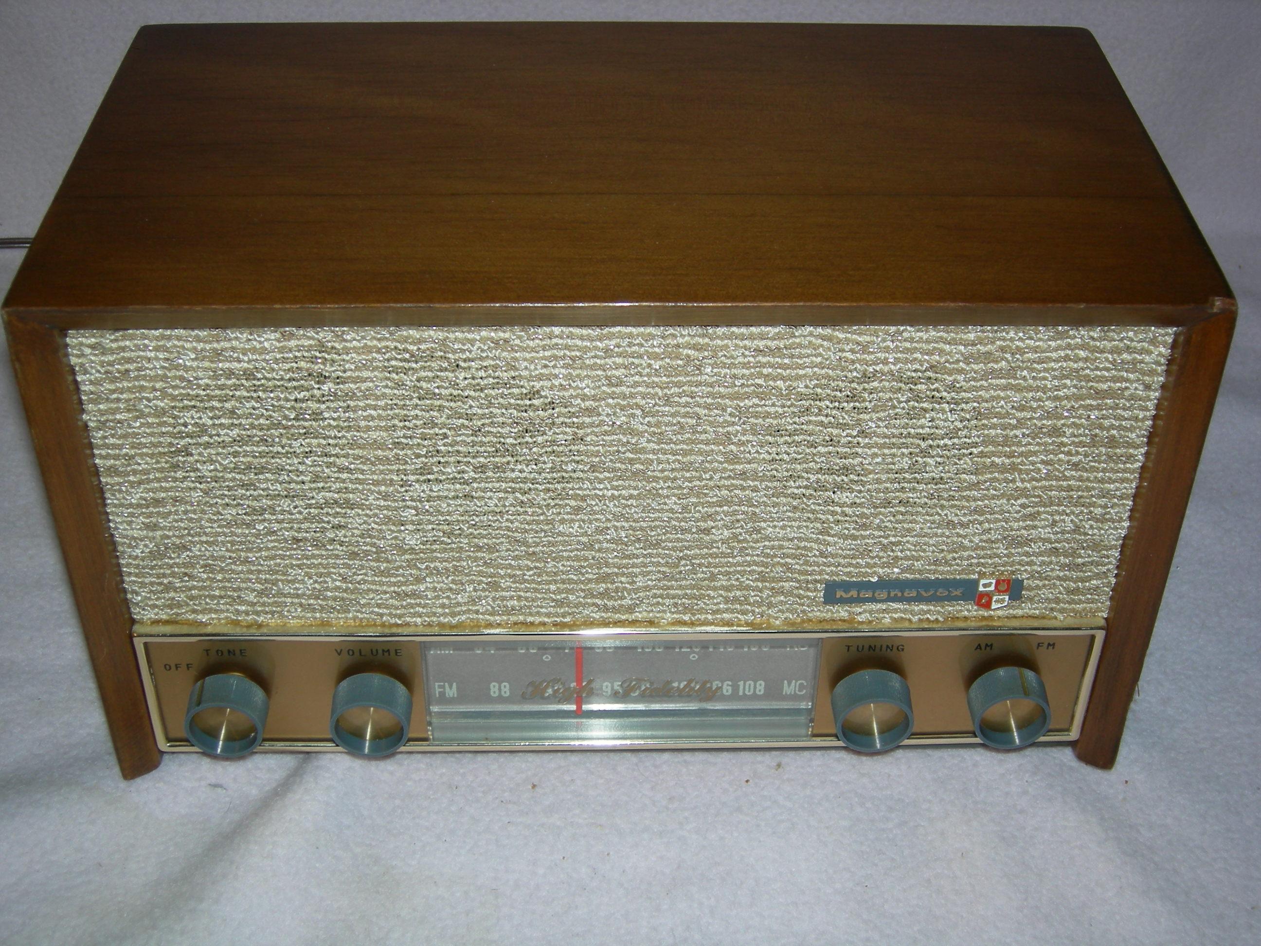 Magnavox FM040 Radio